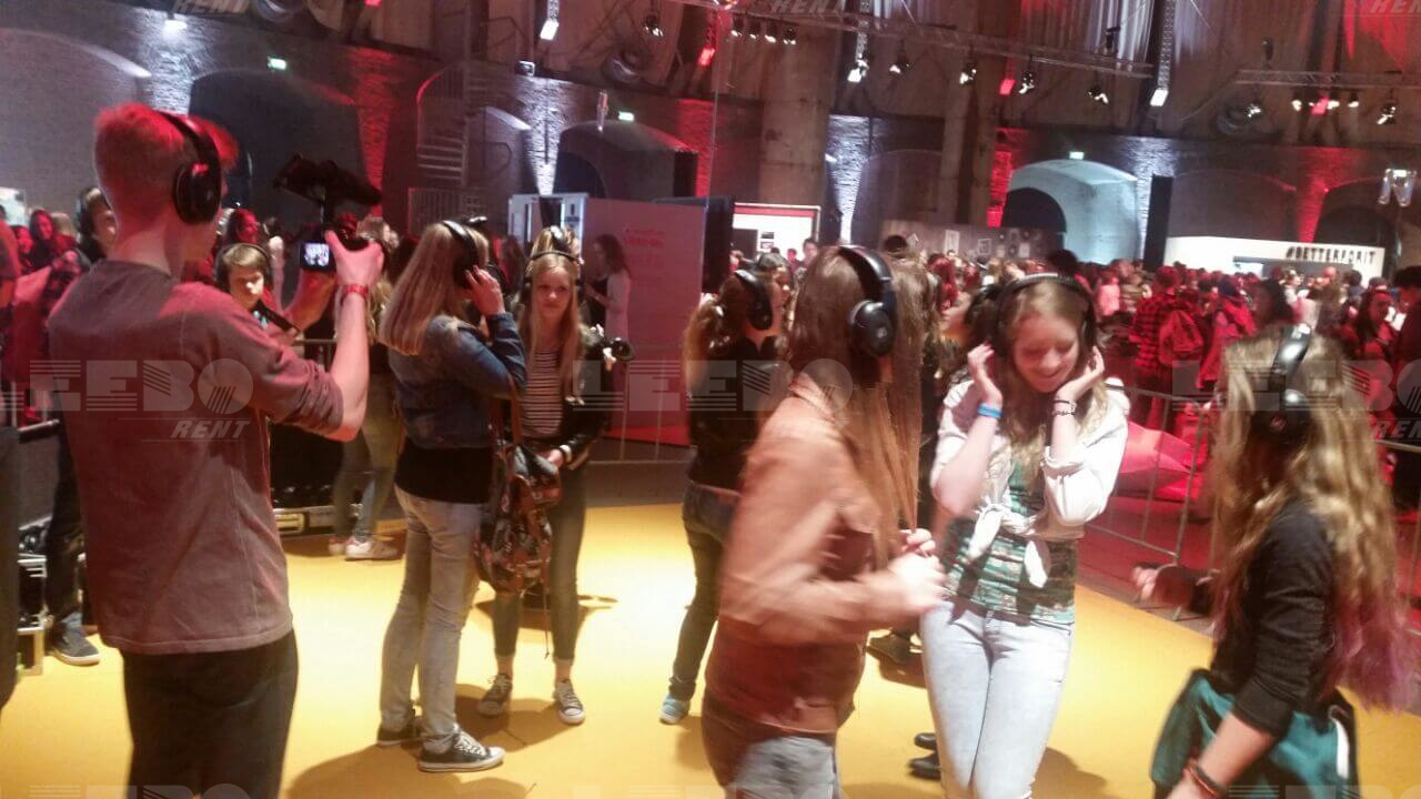 Silent disco drive in show voorbeeld in Westergas fabriek mewt Veed April 2015
